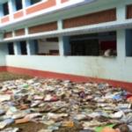 Bibliotheque noyée dans l'eau suite aux inondations Kerala