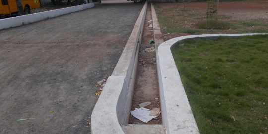 Canalisation pour protéger la zone - Basin Bridge
